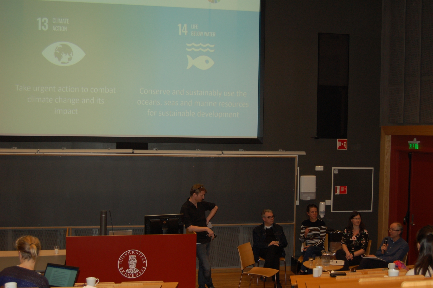 Audience engaging expert panel discussion, from left: Are Olsen (moderator, UiB), Christoph Heinze (UiB), Filippa Franser (UiB), Helene Langehaug (NERSC), Morten Skogen (IMR)