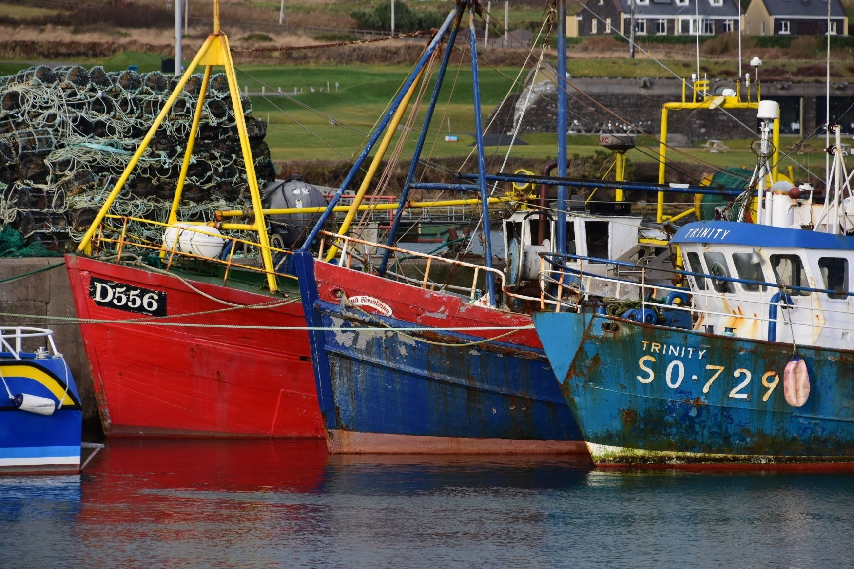 fishing_boats_relation_to_fisheries_in_COMFORT_DSC_3127